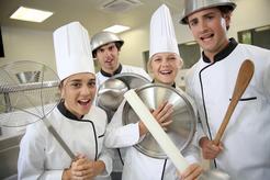 Groupe d'élèves à un cours de cuisine