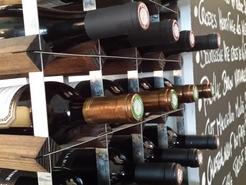 Cave à vins et ardoise des vins