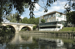 Restaurant gastronomique L'Esturgeon à Poissy, vue sur Seine