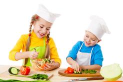 Enfant faisant la cuisine